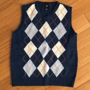 Boys med (8) gap cotton argyle vest